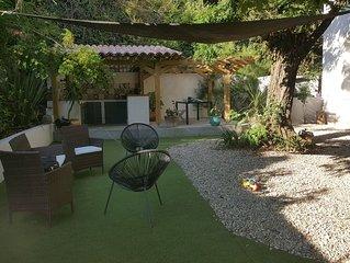 Appartement spacieux en plein coeur de Sartene avec jardin et cuisine d'ete.