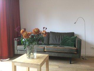Nieuw, sfeervol en ruim appartement met comfort, op loopafstand van bos/strand.