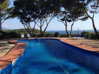 'Domus Anna': un'oasi di pace con piscina affacciata sul mare