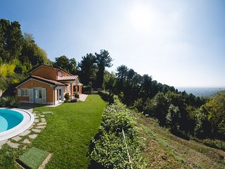 Shabby Chic House with Private Swimming Pool and view of Forte dei Marmi.