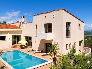 Large Contemporary Villa With Private Pool And Stunning Views Over Roussillon Pl
