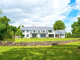 Fabulous Lakeshore House with private Jetty on Lough Derg