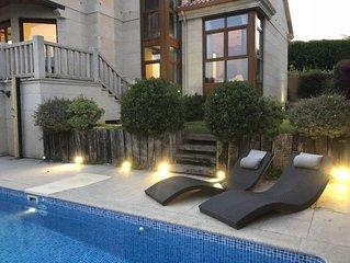 Lujoso chalet a180m de playa, piscina privada, WIFI gratis, jardín, vista mar