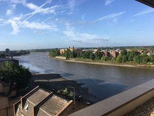 Stunning apartment with panoramic riverside views adjacent to Hammersmith Bridge