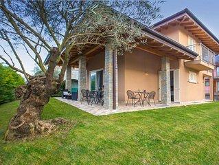 Villa moderna indipendente con giardino tra i monti e il Lago di Como