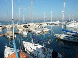 App 811 -Tra le barche e la spiaggia