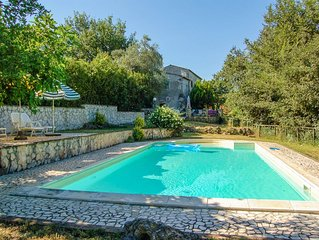House with own garden & private pool at 1 km from village. 40km Orvieto, 80 Rome