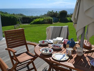 Beach front Cottage, Golf, Sea & Mountain views - up to 10 guests