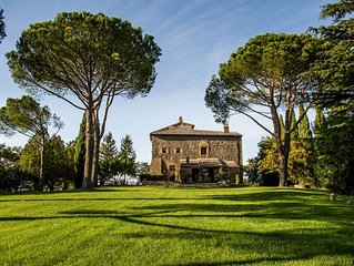 Detached villa with private pool and panoramic view on the city of Orvieto.