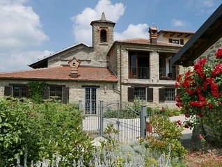 Charming Villa, large heated pool, wonderful views, peaceful location