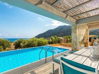 Villa Sugar! Premium villa, 5* resort facilities, jacuzzi & marvelous sea views!