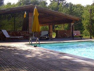 Confortable Cabanon ocrier restaure avec piscine - Toutes saisons - 6 personnes