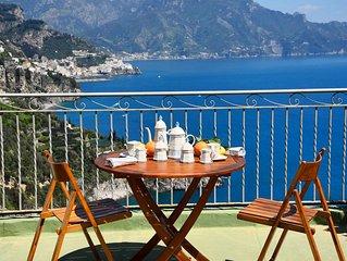 SOLELUNA  appartamento con terrazzo con spettacolare vista sul mare e su Amalfi