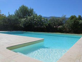 Bastide, 3 chambres, vue Mont Ventoux, avec piscine privee