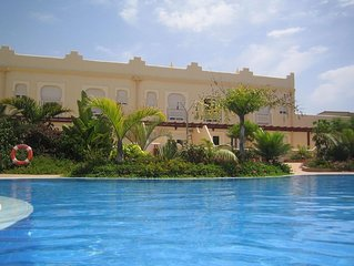 Beautiful Apartment with Spacious Private Roof Terrace in El Sultan Complex.Wifi