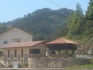 Hermosas vistas de la verde naturaleza Asturiana desde el interior