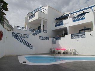 Vacances heureuses dans ce joli et spacieux appartement avec terrasse et piscine