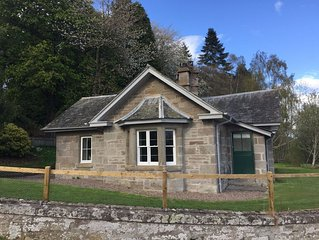 NEW  Refurbished cottage with hot tub (5 min from Perth)