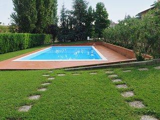 Bilocale sulle colline gardesane, comodo, pratico, perfetto per rilassarsi.