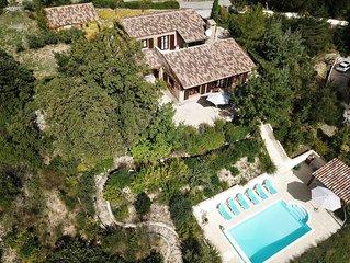 Tres belle villa avec piscine chauffee d'avril a octobre et  magnifique vue sur