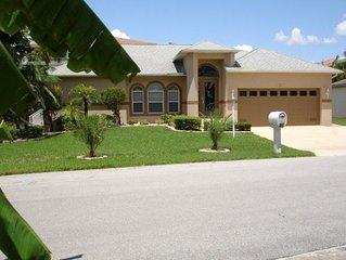 Fort Myers, Großzügiges, neuwertiges Ferienhaus, Strandnähe,  mit Pool, am See