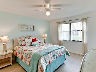 Cozy Seashore! Only 15 Min from AMI Beaches, Relaxing Pond Views, Free WIFI