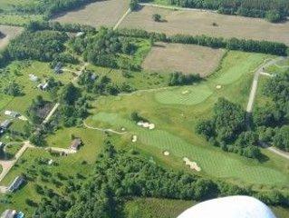 El campo de golf Links en el lago Bowen cerca. Un curso de hierba doblada!