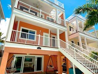 Perfect Location-Steps to Beach, Restaurants & Shops 5BR/5.5 Bath Heated Pool