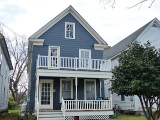 Robyn's Nest - A Spacious 1920 Historical Home 3 Blocks From Beach