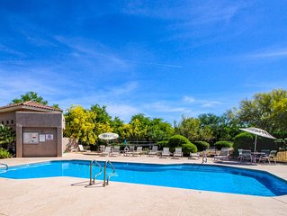 Charming condo with desert views plus shared pool & hot tub!