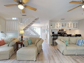 Dog-friendly home with shared pool only a short walk from the beach, trolley!
