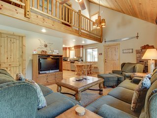 Family-friendly cabin w/ fireplace in a great location - SHARC passes included!