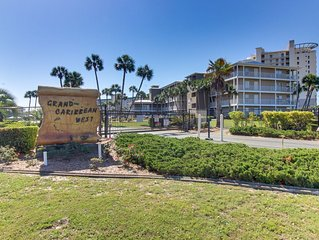 Snowbird-friendly condo w/ a shared pool - just moments away from the beach!