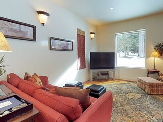 Family-friendly home with shared pool, hot tub, tennis - in central location!