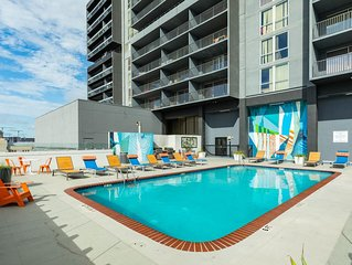 Downtown condo w/ city views, shared pool & gym - walk to everything!