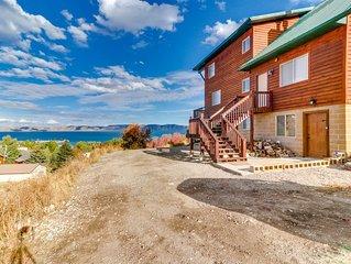 Rustic cabin overlooking Bear Lake w/pool & hot tub