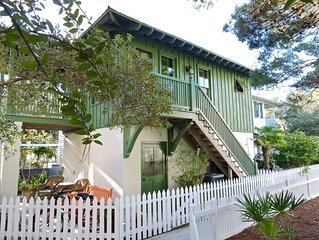 Studio on Seaside Ave! Perfect Getaway for Couples, Steps to Town & Beach!