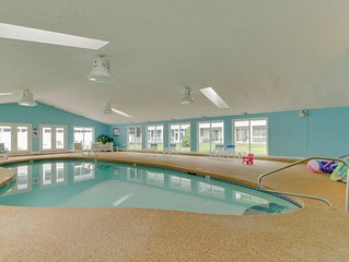 Studio condo w/ furnished patio, shared pool/sauna - near beaches