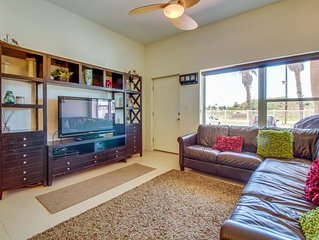 Lovely condo w/ patio, shared grill, & shared pool/hot tub access!