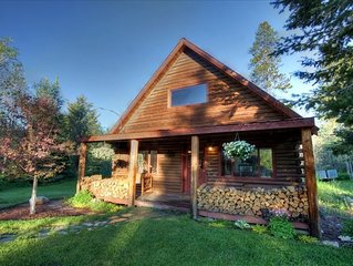 WALK TO LAKE & DOWNTOWN - PRIVATE REMODELED LOG CABIN