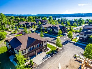 NEW LISTING Luxurious Townhome walking distance to downtown and Payette Lake
