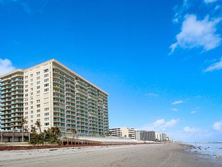 Luxury condo w/ ocean view, pools, hot tubs, & beach access - snowbirds welcome!