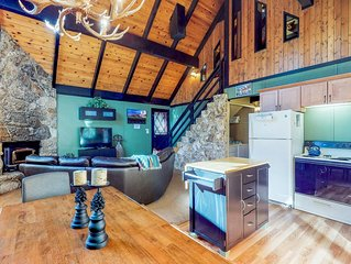 Cozy home w/fireplace, deck, and great location w/ Tahoe Park Pass!