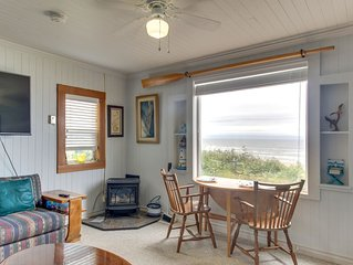 Beachfront cabin w/ a gas fireplace & ocean views - walk to Nye Beach shops!