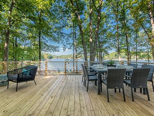 Charming Waterfront Cottage with Boat Rental