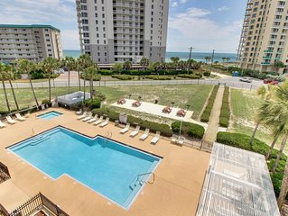 Snowbird-friendly w/ shared pool & beautiful ocean views - walk to the beach!