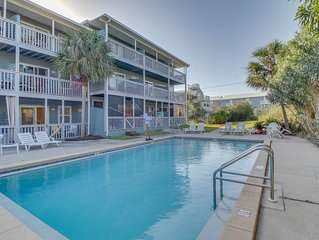 Completely remodeled beachside studio with shared pool - snowbirds welcome!