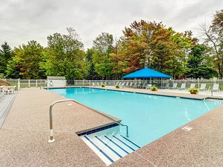 Family-friendly condo with shared pools, sauna, hot tub, tennis, & fitness room