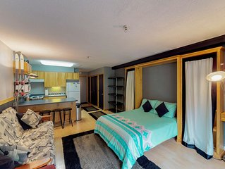 Cozy condo w/ mountain views, near skiing, shopping, dining & natural beauty