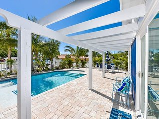 AMAZING BEACH COTTAGE - Sleeps 8 in Beds. Less than 1 Block to Beach